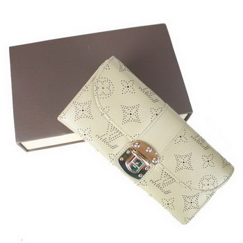 Louis Vuitton Mahina Leather Clutch M58123 Khaki